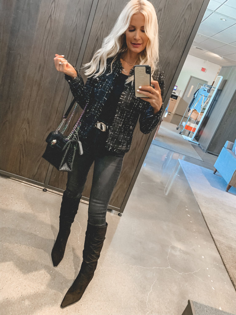 Dallas fashion blogger wearing an all black outfit from Nordstrom Sale