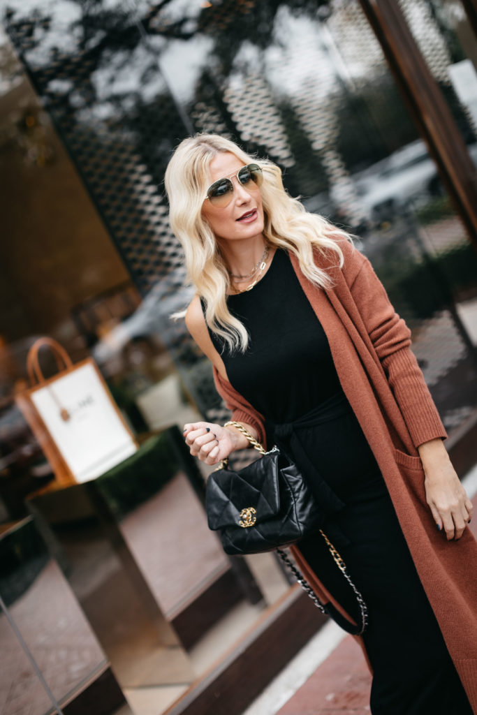 Dallas fashion influencer wearing a rust cardigan and a Chanel handbag in the fall