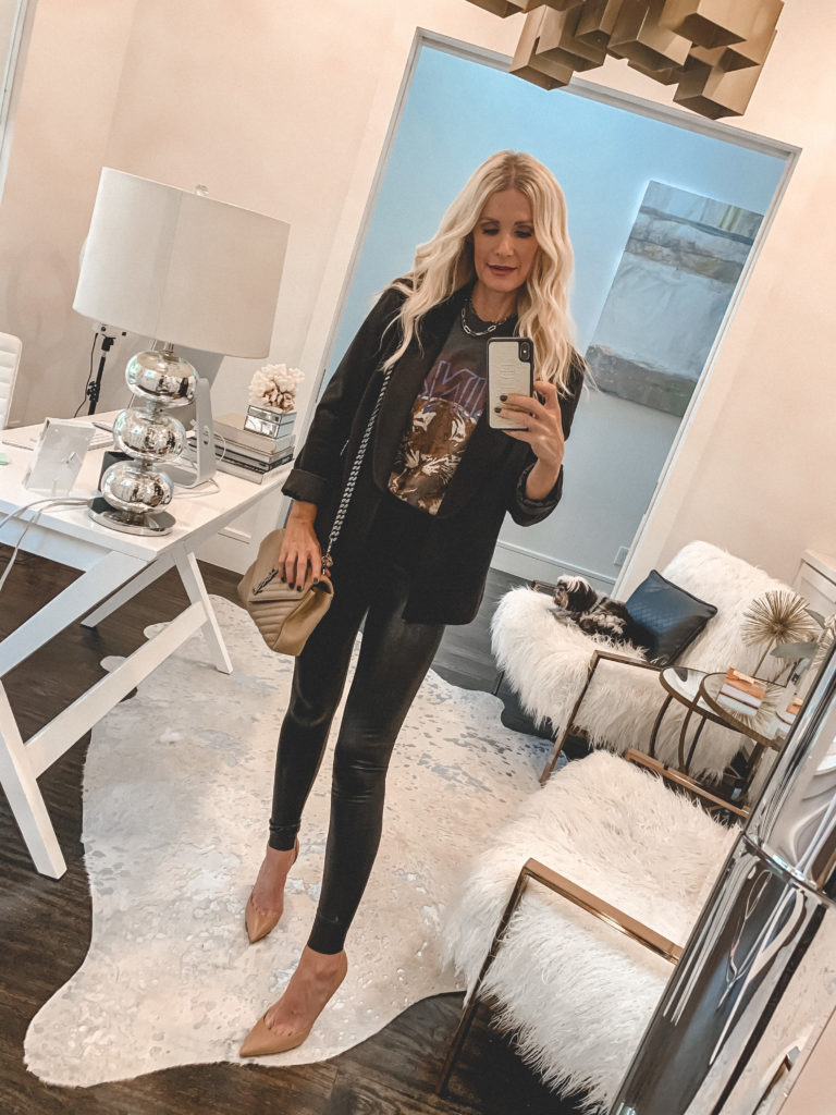 Dallas fashion blogger wearing a graphic tee and a black blazer