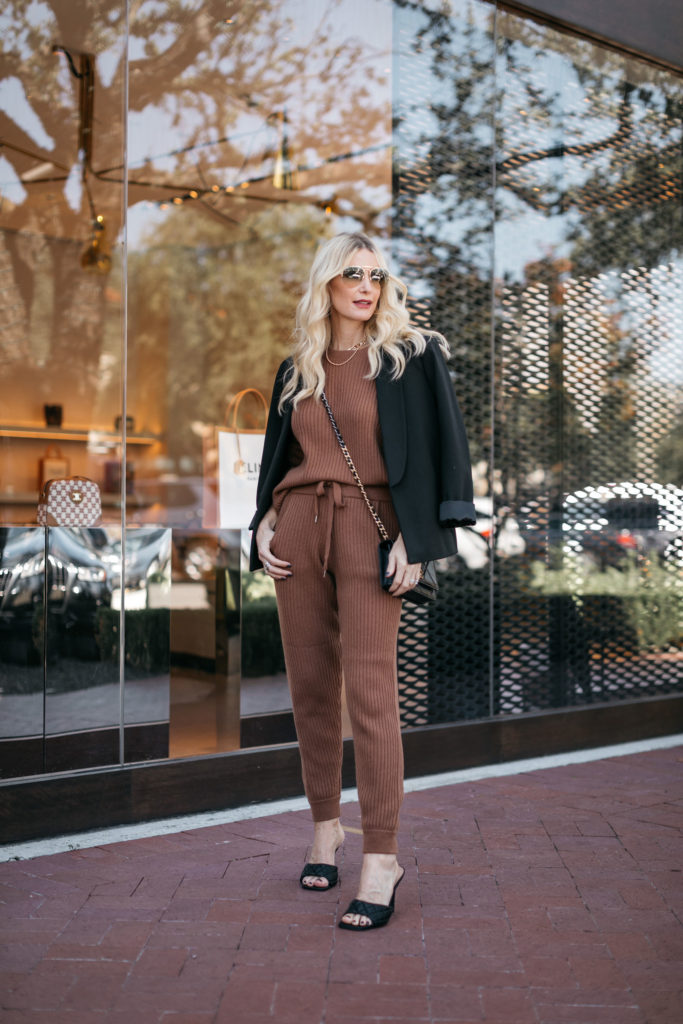 Dallas fashion blogger wearing a cozy cashmere elevated loungewear set for fall and Thanksgiving