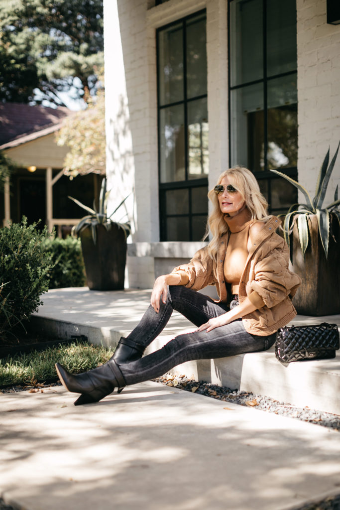 Dallas blogger wearing black denim and neutral jacket for fall