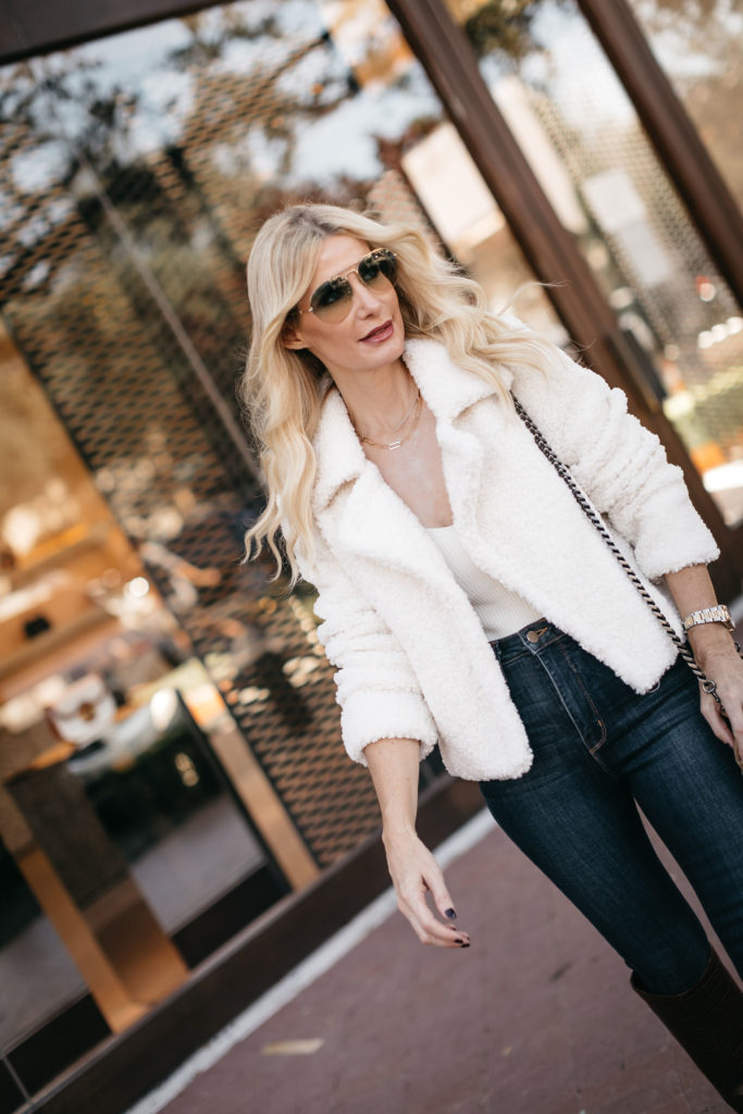 Fashion blogger wearing a white bodysuit and a white jacket for the fall and winter