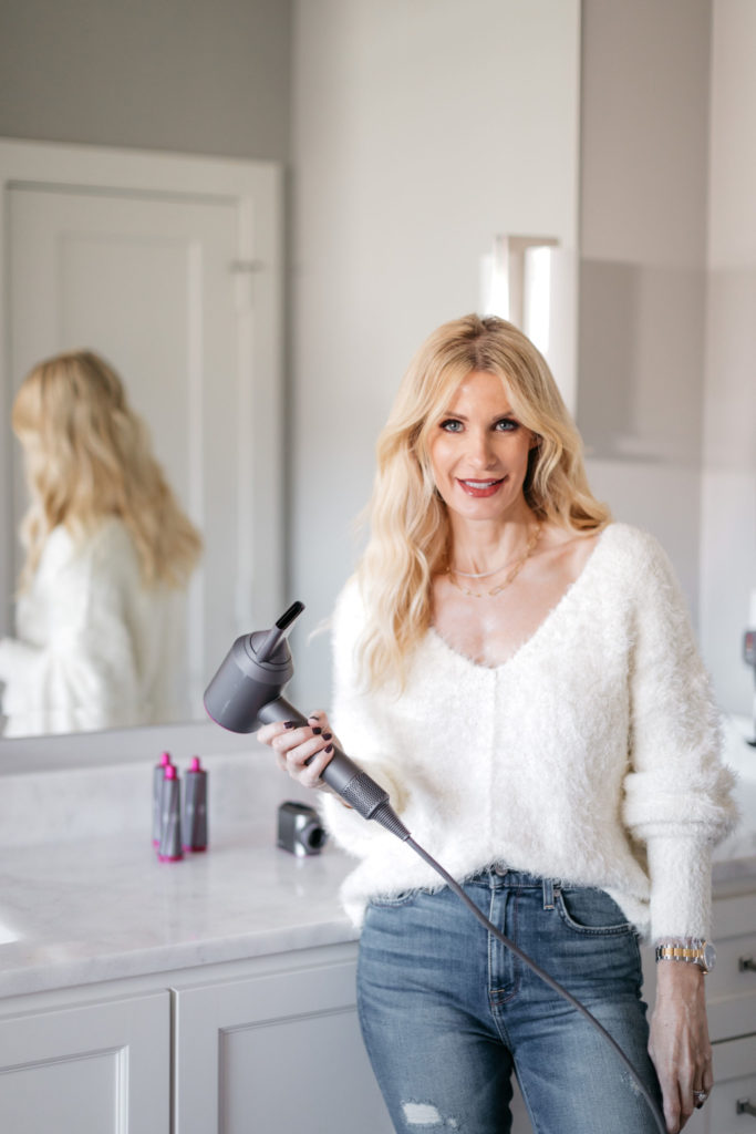 Dallas fashion blogger using Dyson products to style hair