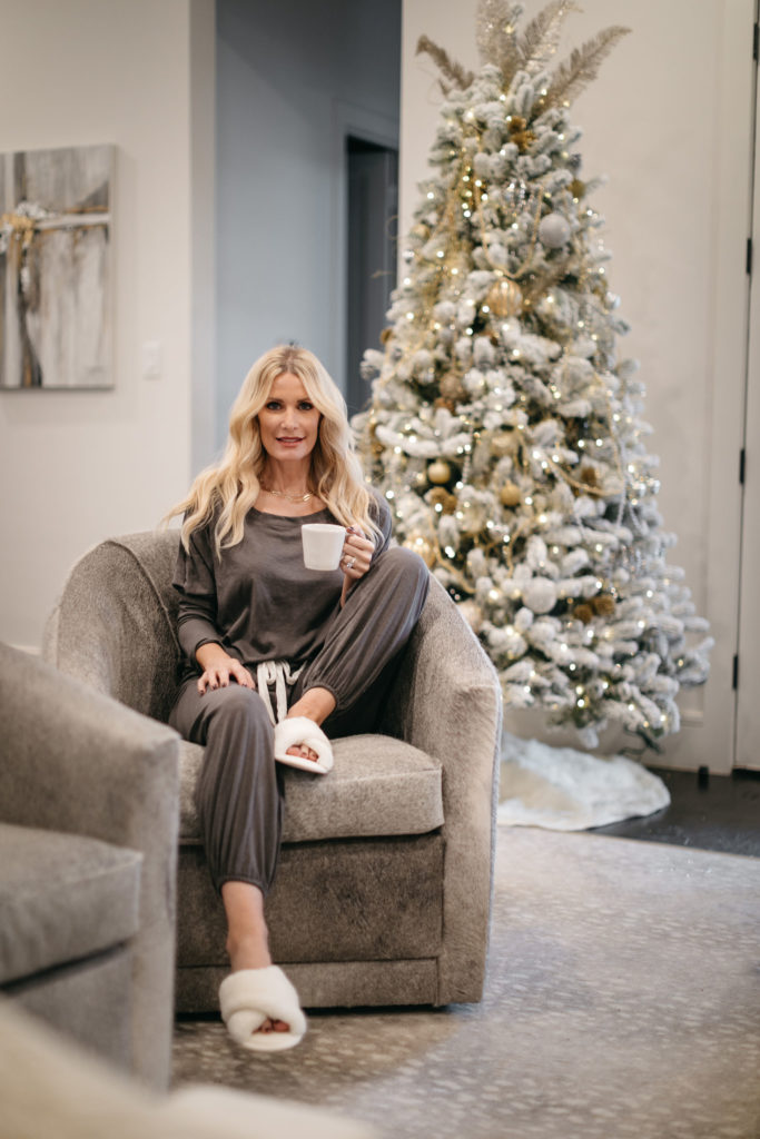 Dallas fashion blogger wearing a grey lounge set with white faux fur slippers