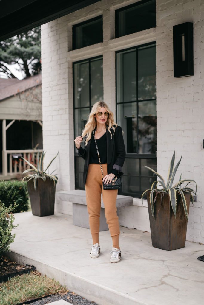 Dallas blogger wearing camel joggers and sneakers for a cozy chic look