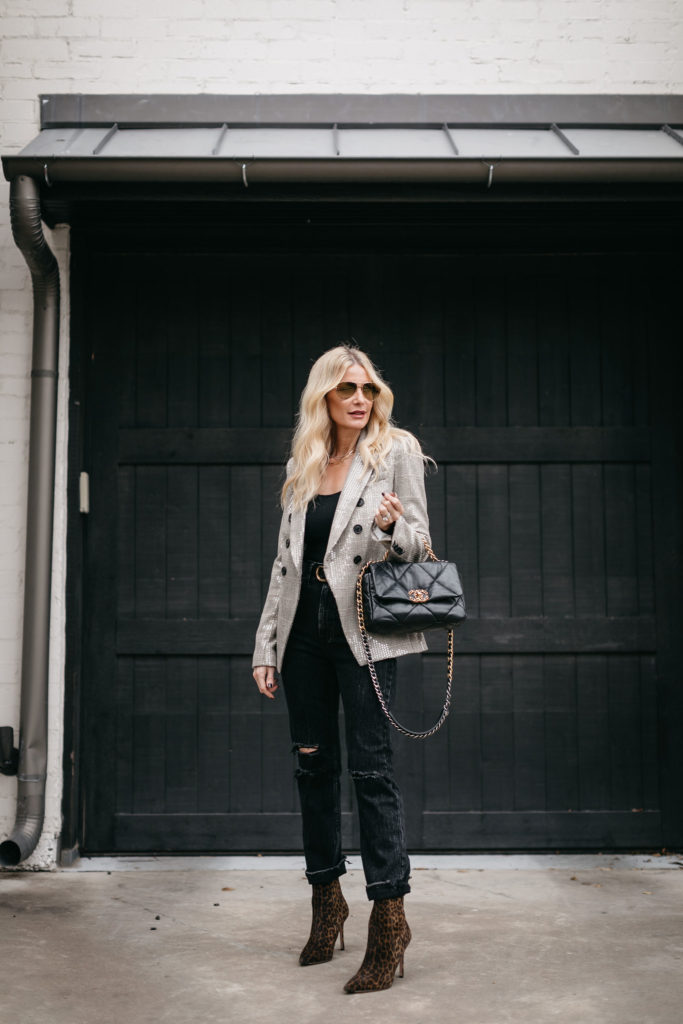 Dallas blogger wearing black denim and a Chanel handbag with a blazer by Veronica Beard