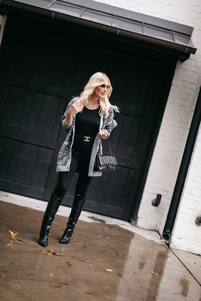 Fashion blogger wearing a leopard cardigan and black jeans