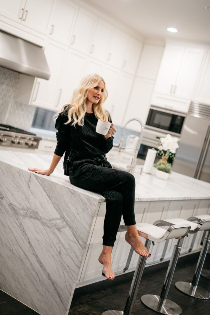 Dallas blogger wearing a cozy and warm loungewear set