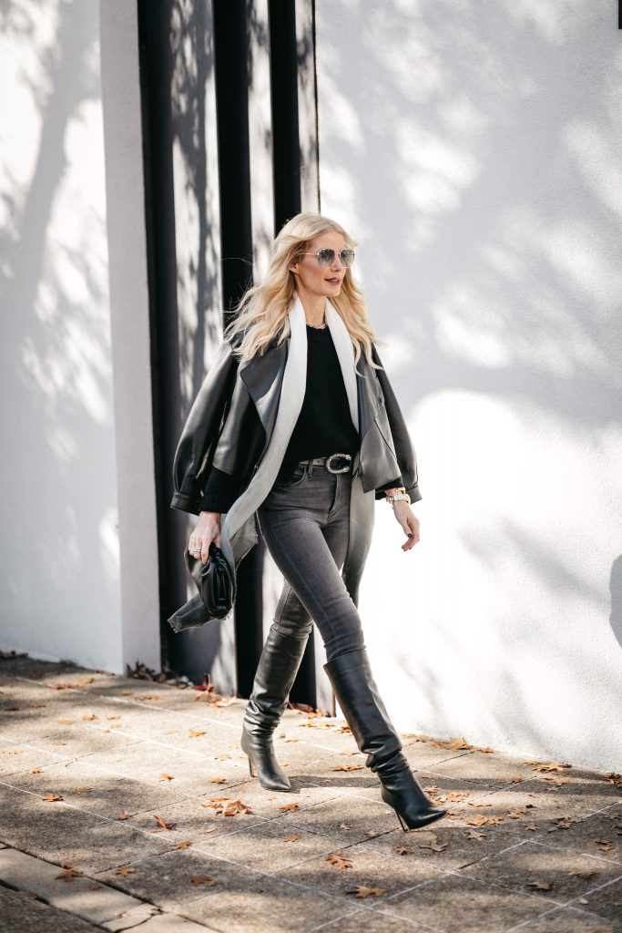 dallas fashion blogger wearing a cardigan and black jeans