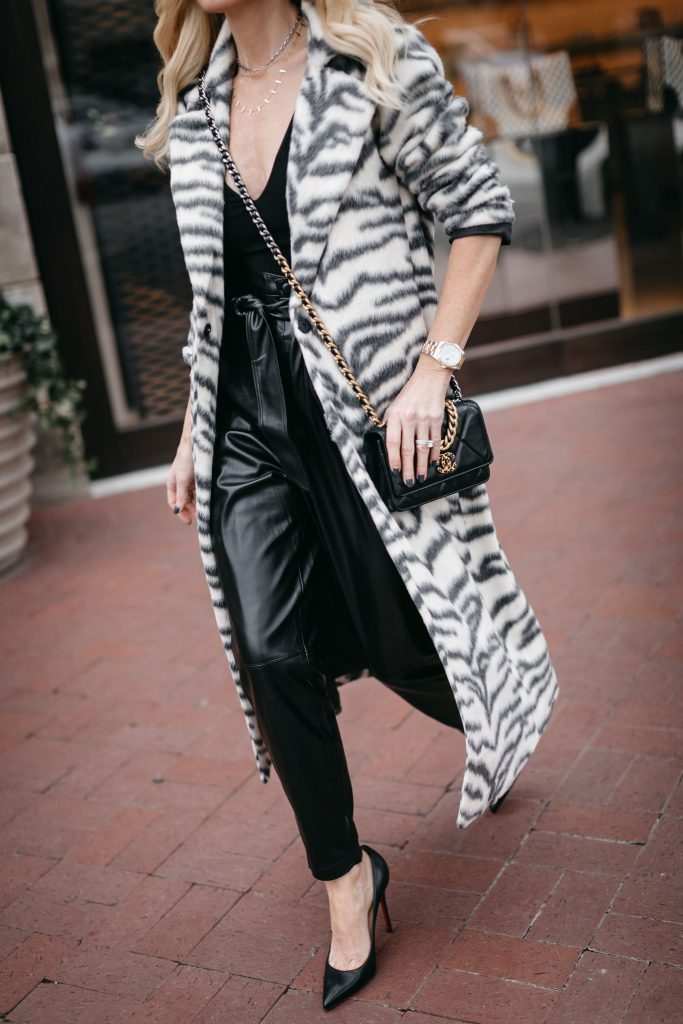 Dallas fashion blogger wearing a black bodysuit and black pumps