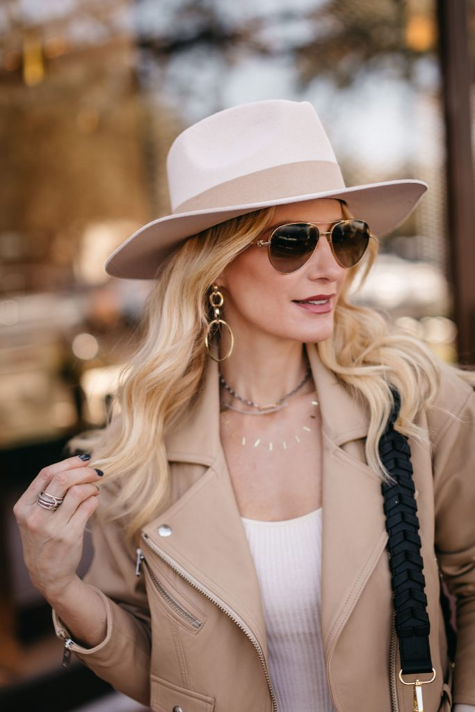Dallas blogger wearing a neutral hat and gold accessories from the The Spring Curateur Box
