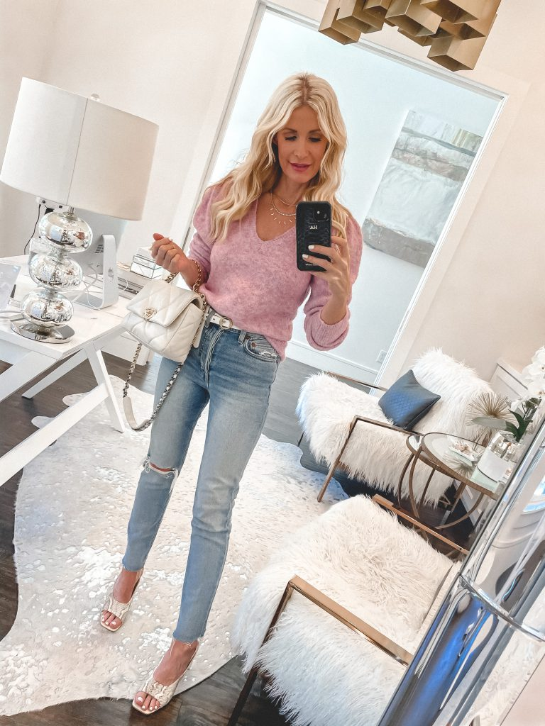 Dallas style blogger wearing a pink sweater and light wash denim