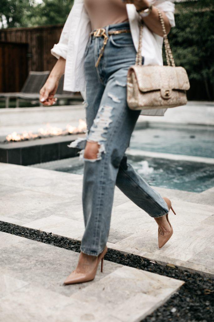 Dallas blogger So Heather blog wearing straight leg denim and neutral pumps