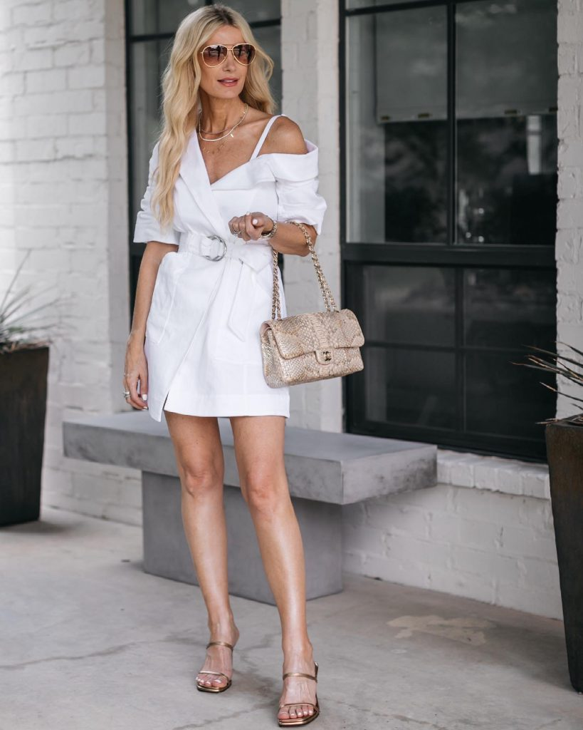 Dallas style blogger wearing a white dress and a snake print bag