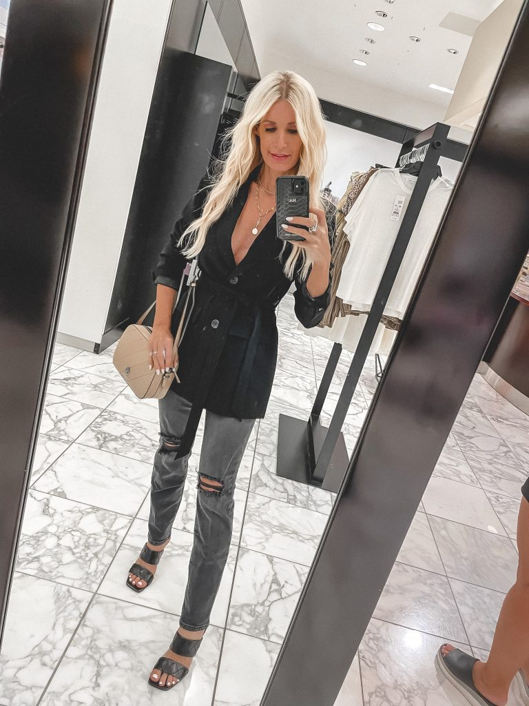 Dallas blogger wearing a black Good American trench from the NSALE