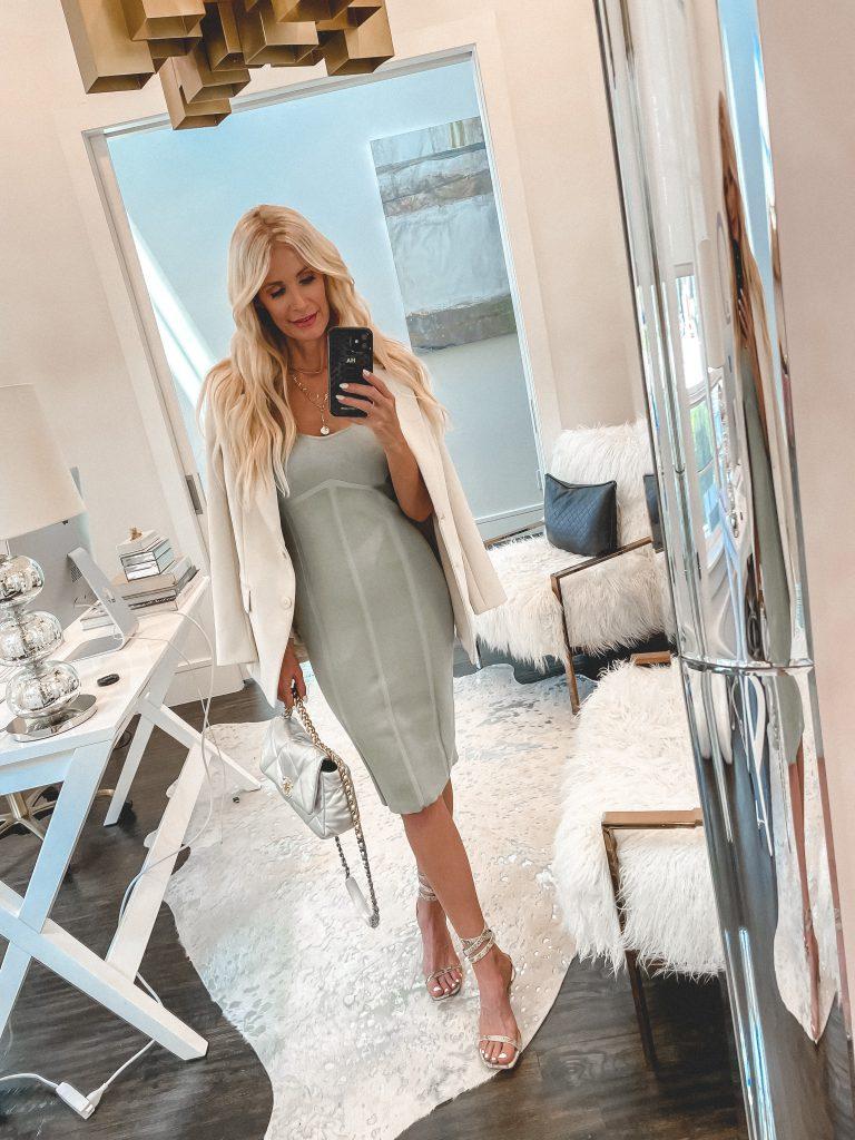 Dallas style blogger wearing a body con dress and a neutral blazer